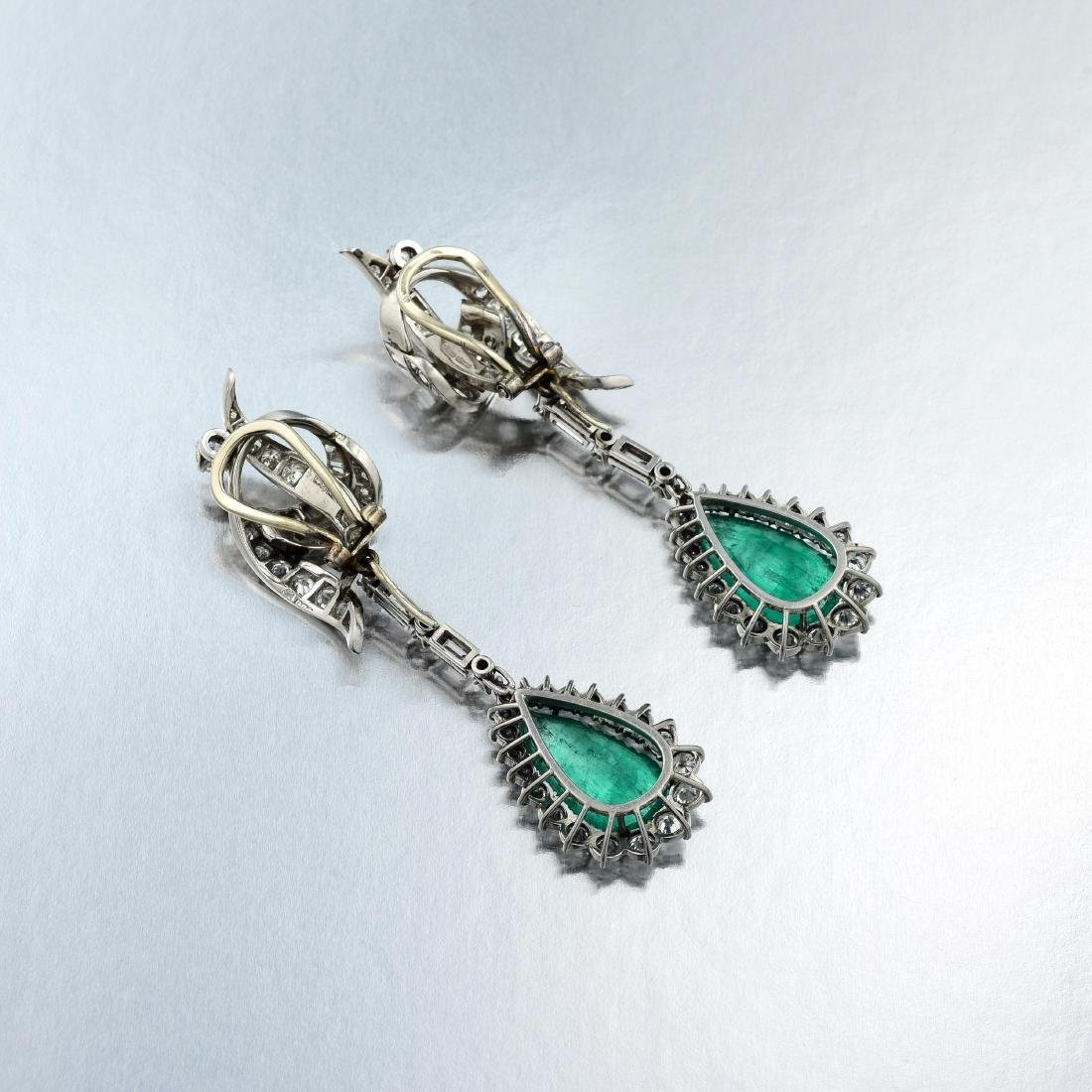 A Pair of Diamond and Emerald Drop Platinum Earclips - 2