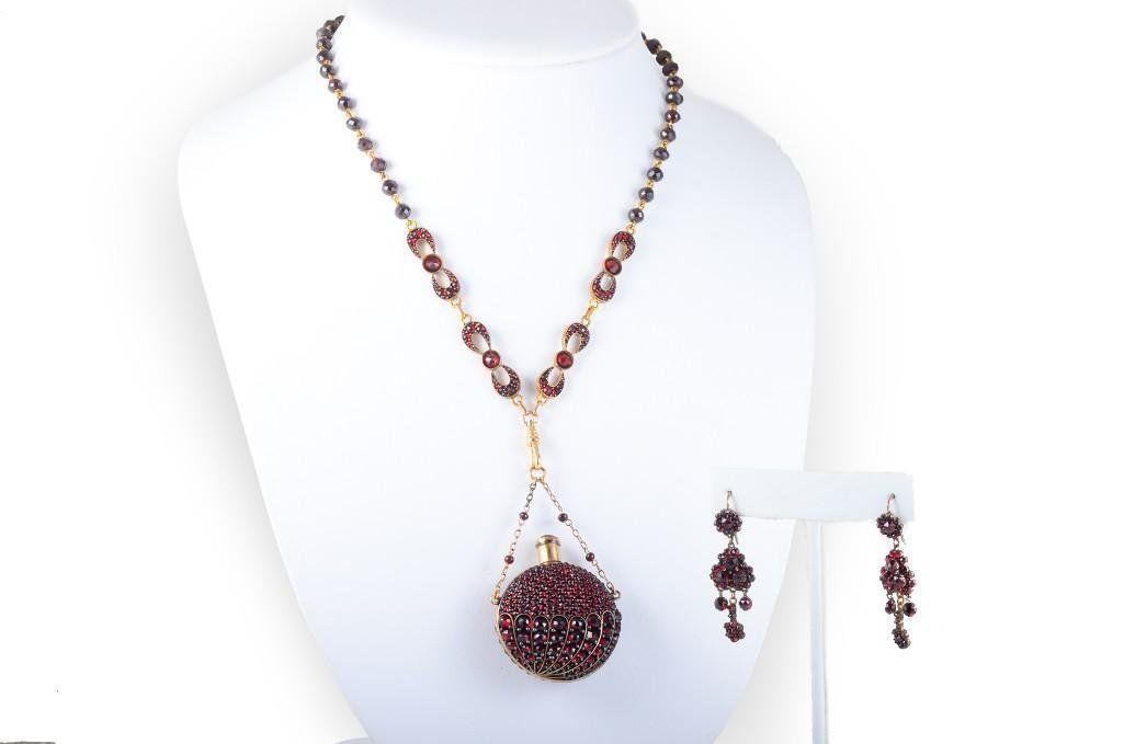 A Garnet Victorian Parfum Bottle Necklace and Earrings