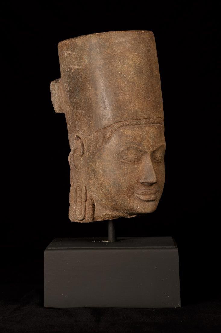 17th-18th Century Sandstone Vishnu Head - Protector & - 2