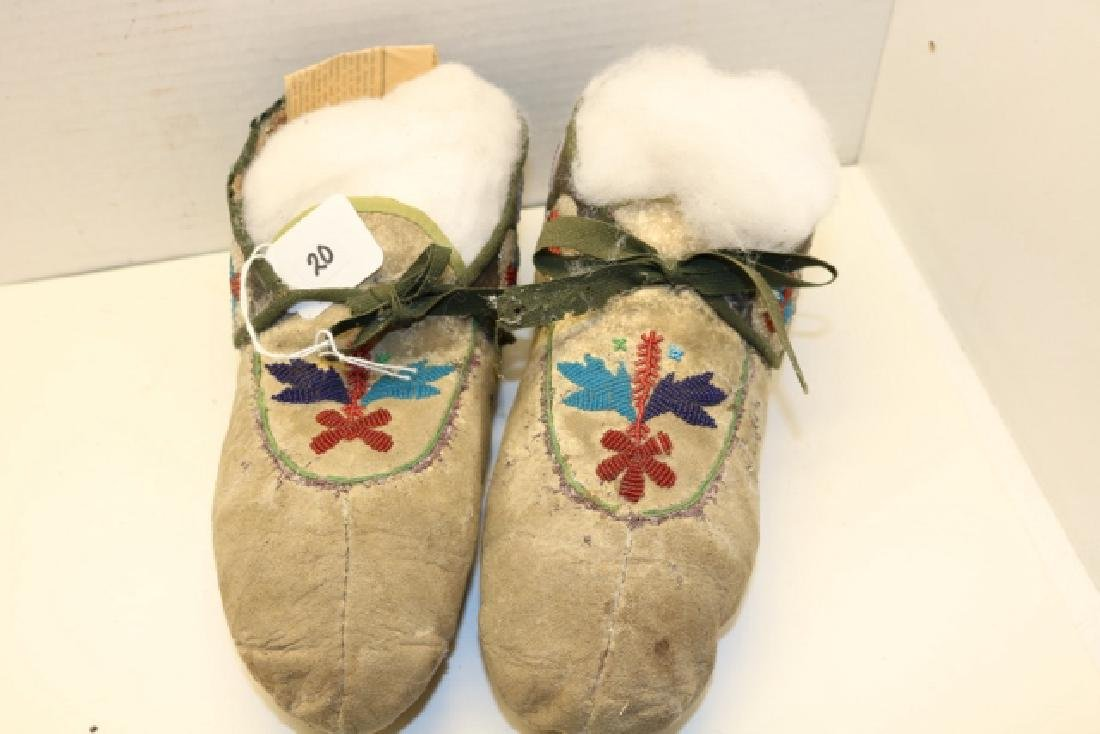 Pair Chippewa Man's Moccasins