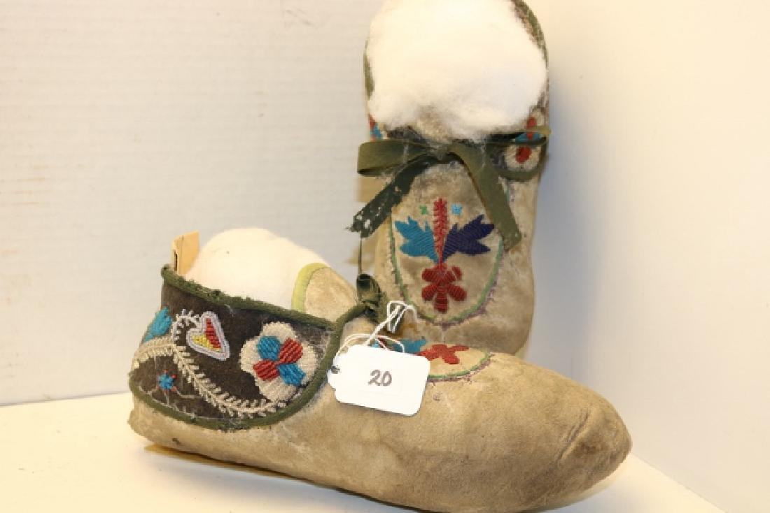 Pair Chippewa Man's Moccasins - 3