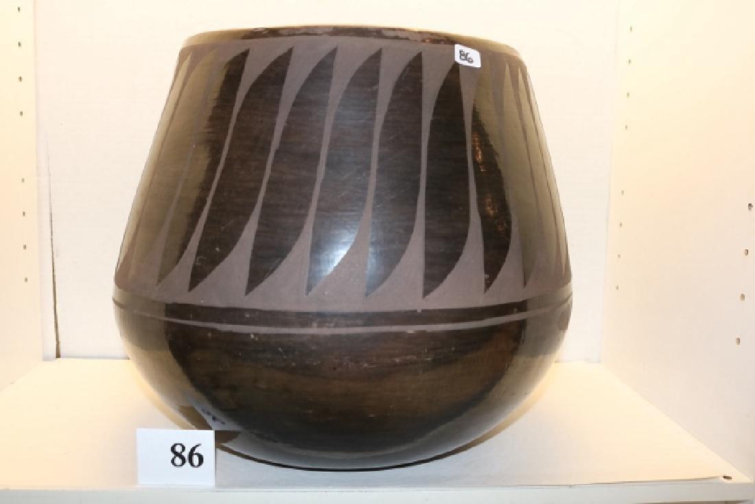 Santo Domingo Black on Black Jar