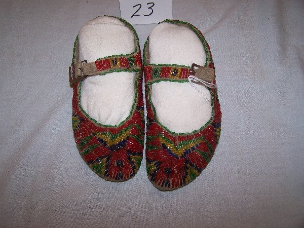 "23: 7"" Girl's Sioux Bone Shirt Family Moccasins"