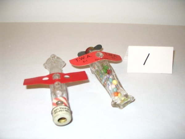 1: (2pcs)Airplane with Red Plastic Wing
