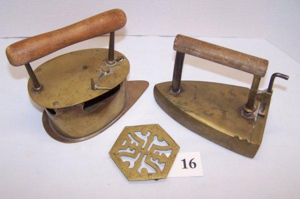 16: 3 pcs. Box Iron & Dutch Charcoal Iron & Trivet