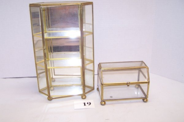 19: 2 Glass Display Cases
