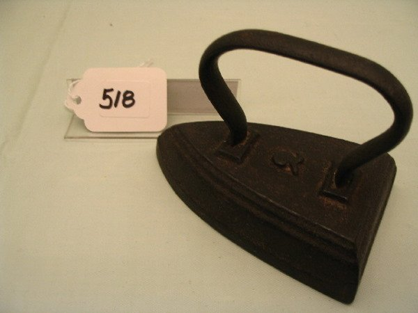 518: Wire Strap Handle Iron