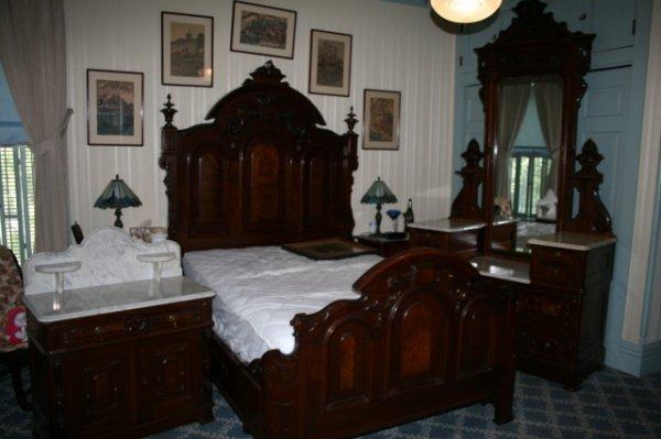 274: 3 pc. Victorian BR suite