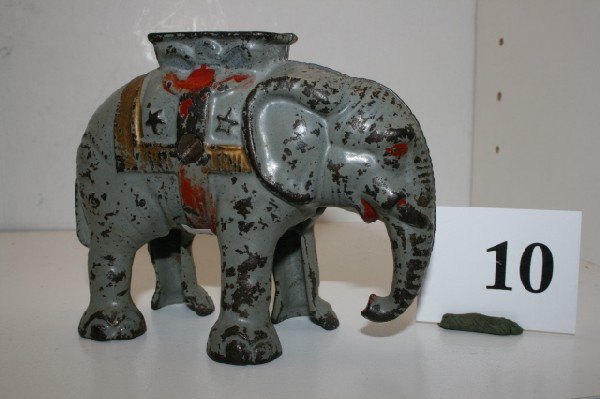 10: Short Trunk Elephant with Howdah – vg