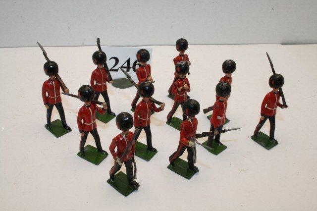246: 12 Britain Soldiers