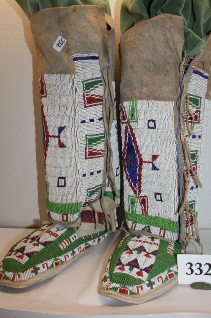 332: 4 Pc. Sioux Beaded Leggings /Moccasins