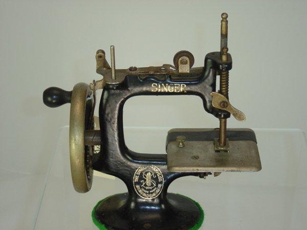 10: Singer Child's Sewing Machine