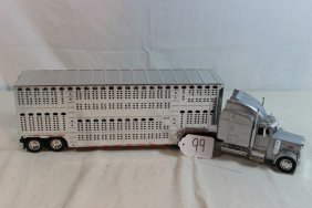 Peterbilt Semi With Livestock Trailer