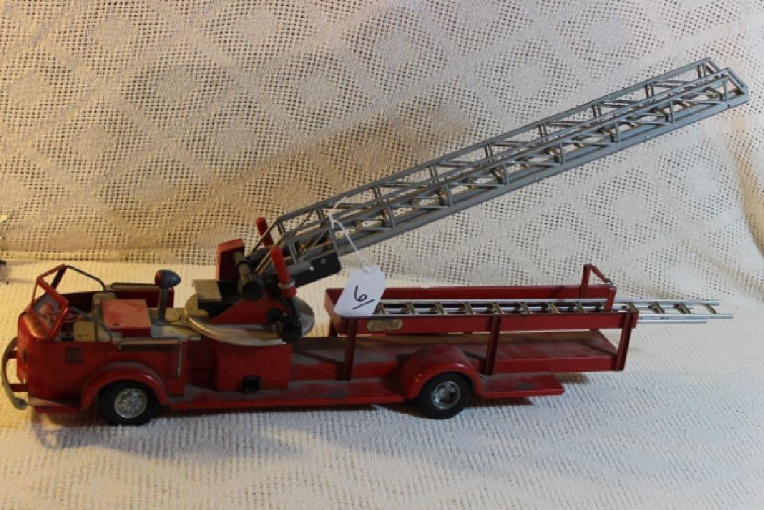 Ross Moyne American Lafrance fire truck
