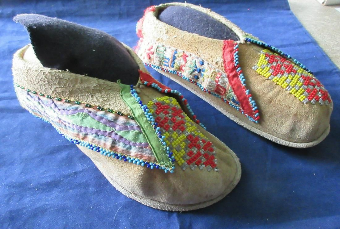 Vintage Native American Indian beaded Moccasins