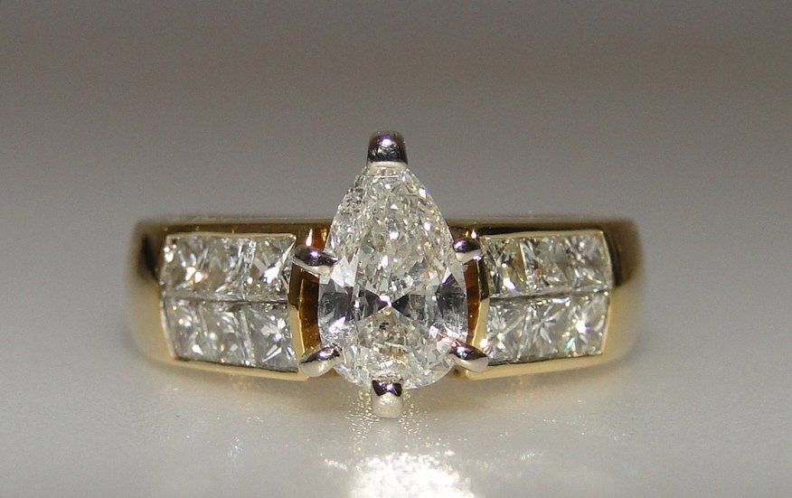 18K Pear Shaped Diamond Ring.
