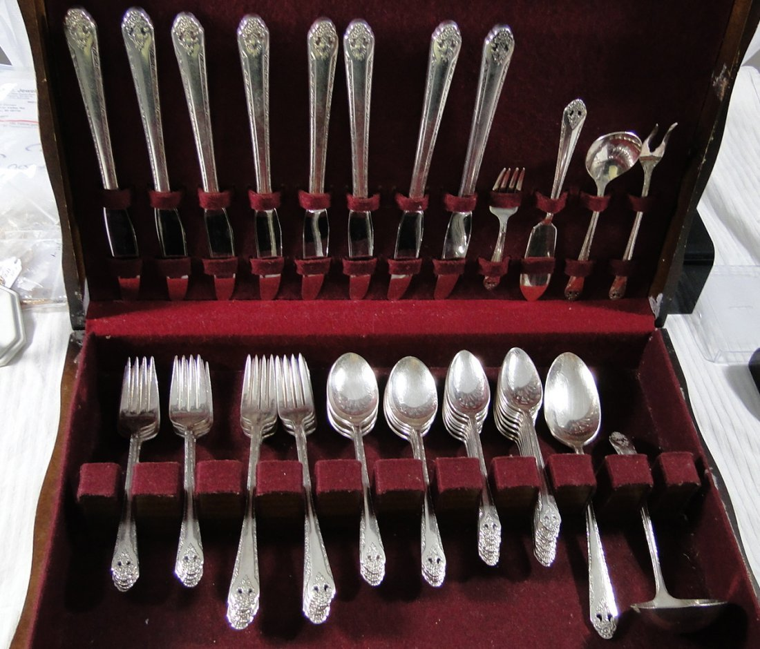 "1937 Holmes and Edwards ""Lovely Lady"" Silverware Set"