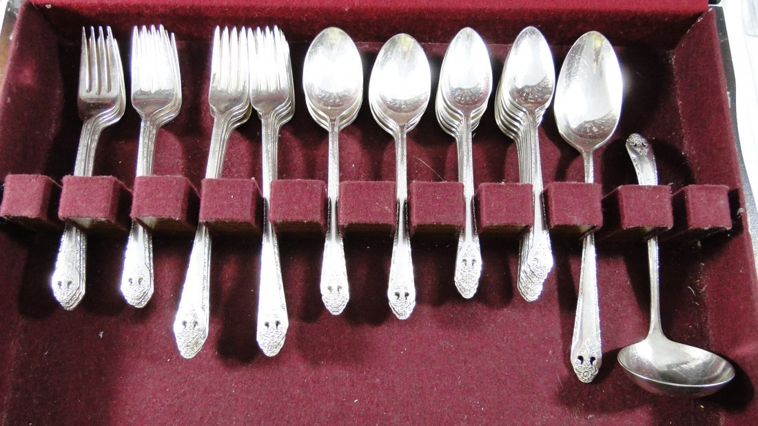 "1937 Holmes and Edwards ""Lovely Lady"" Silverware Set - 3"