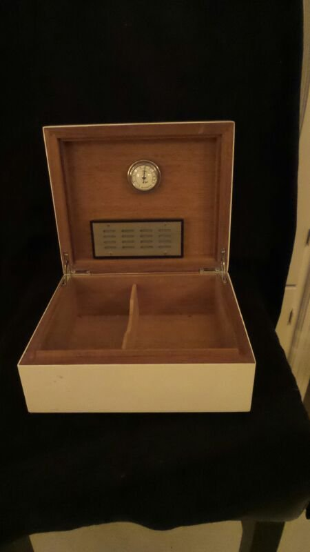 DELUXE CIGAR HUMIDOR BOX