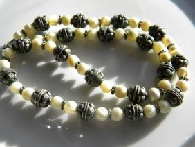 Vintage Natural mother of pearl Bead Necklace