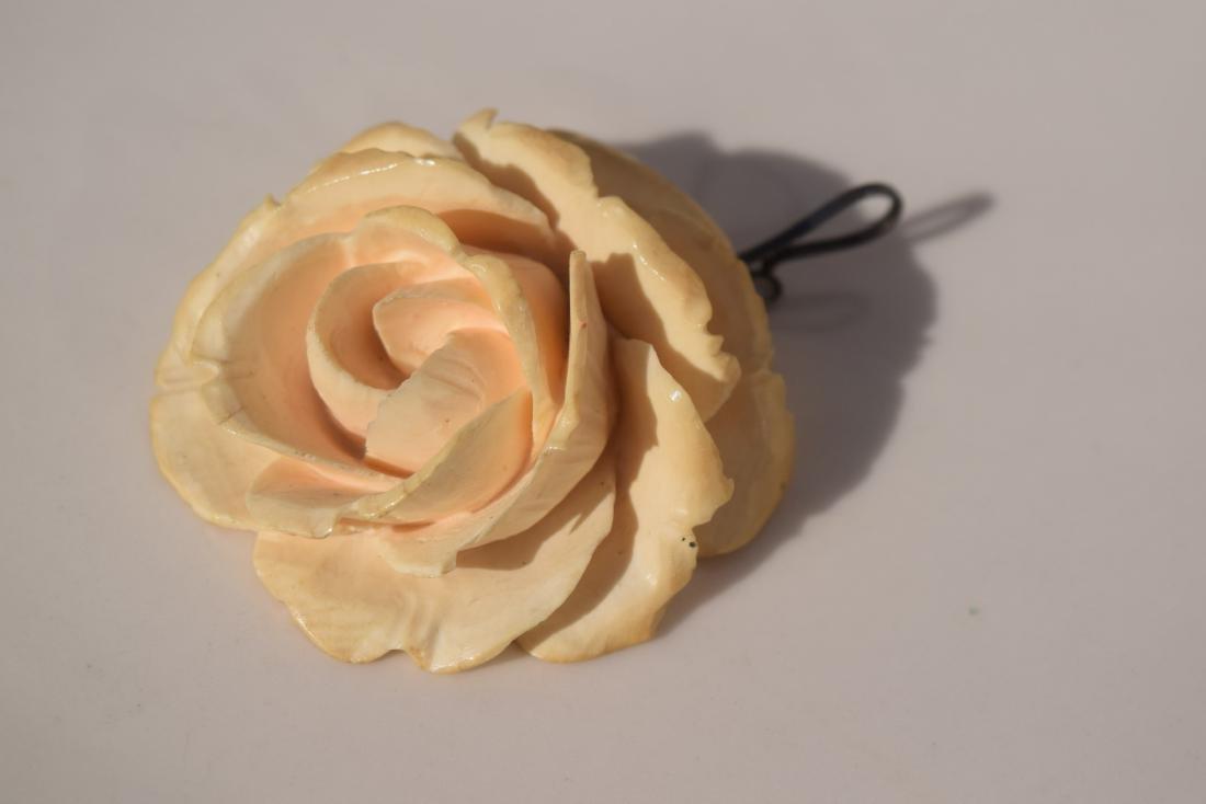 A Huge Carved Flower Pendant - 7