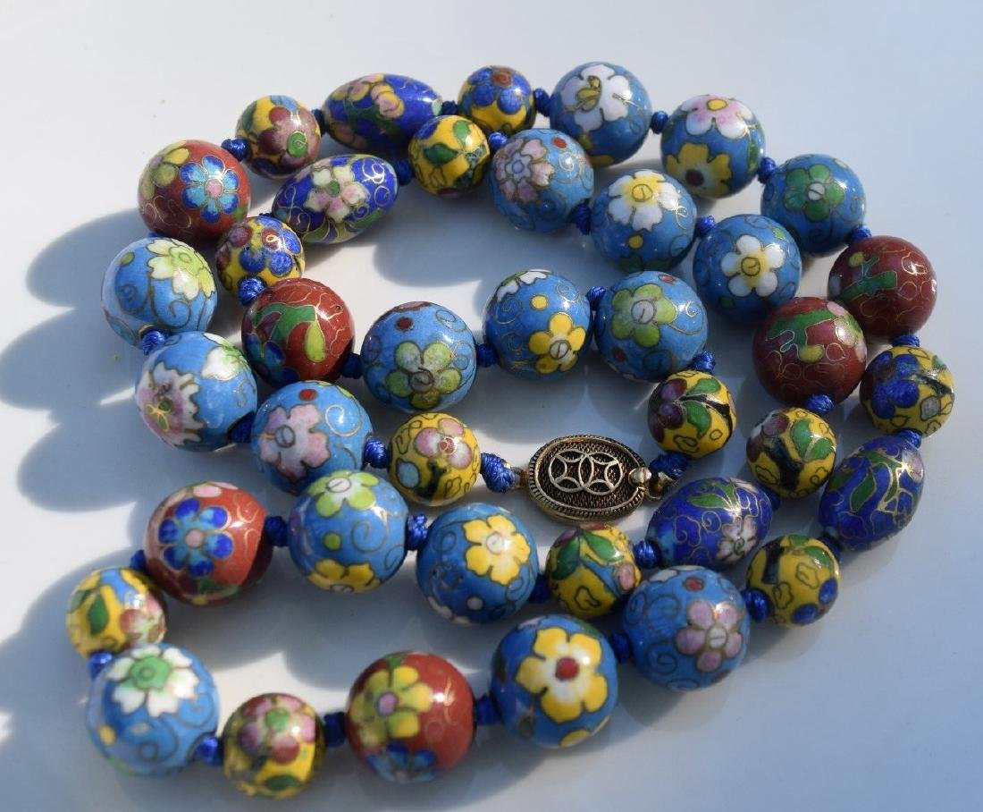 A CLOISONNE BEAD NECKLACE, REPUBLIC PERIOD - 2