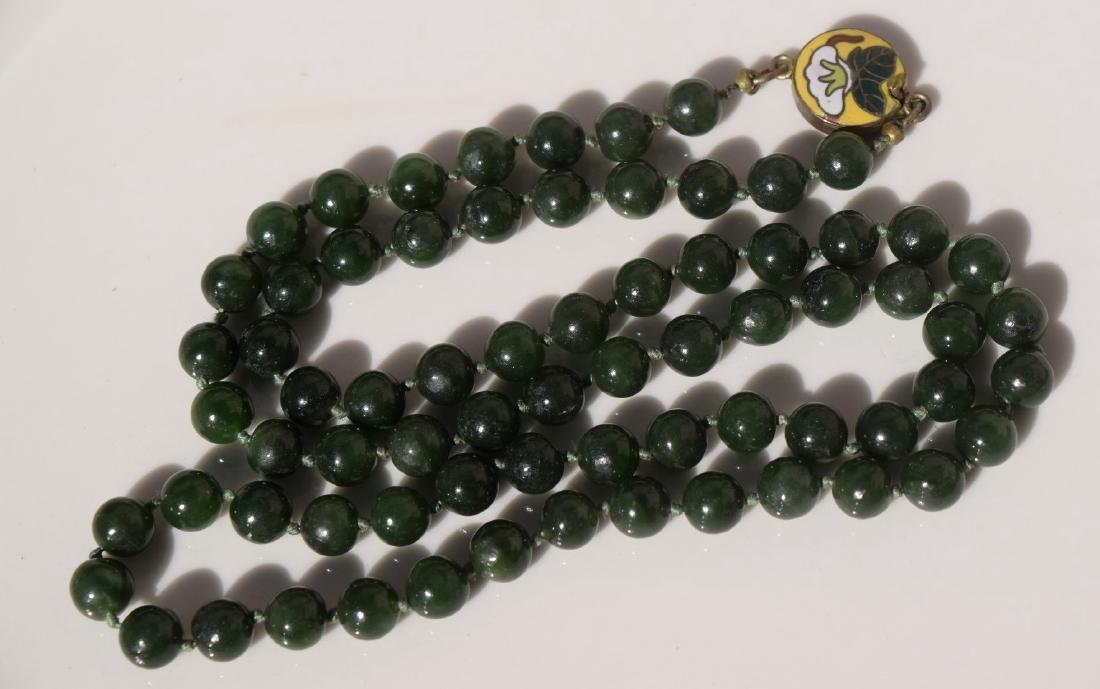A NEPHRITE GREEN JADE NECKLACE