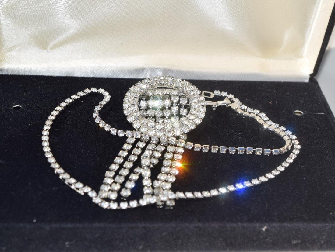 A BOX OF VINTAGE JEWELRY - 2