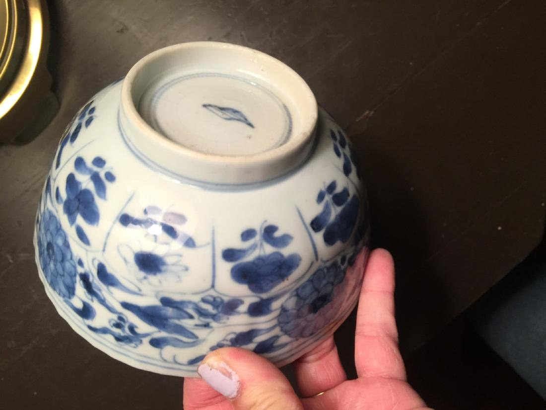 Antique Chinese Blue and White Bowl, Kangxi Period - 4