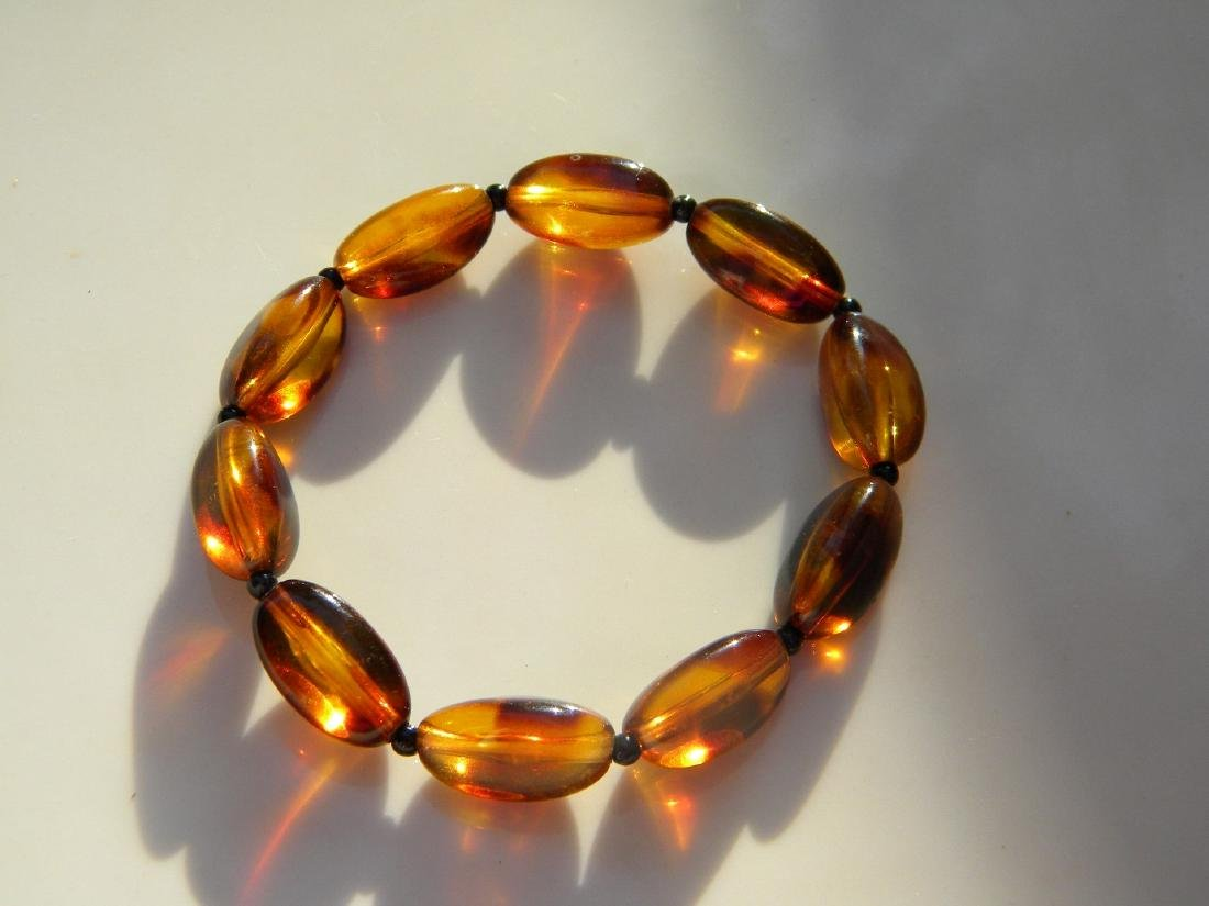 A Natural Amber Bead Bracelet - 3