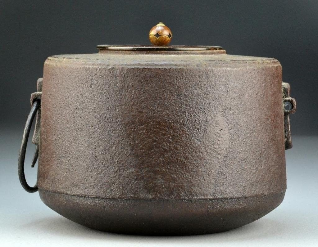 AN EXCEPTIONAL IORN TEAPOT AND COVER.  MEJI PERIOD. - 2