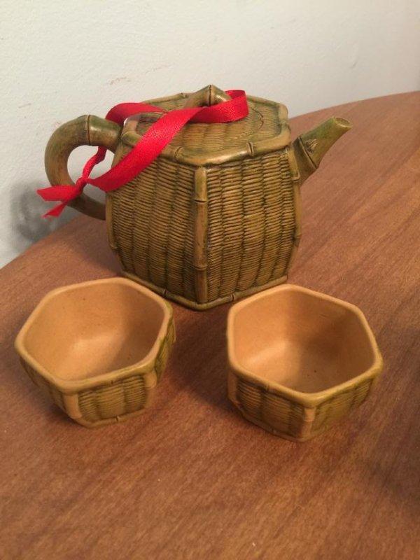 Set of Yixing Zisha Tea Pot and Tea Cups