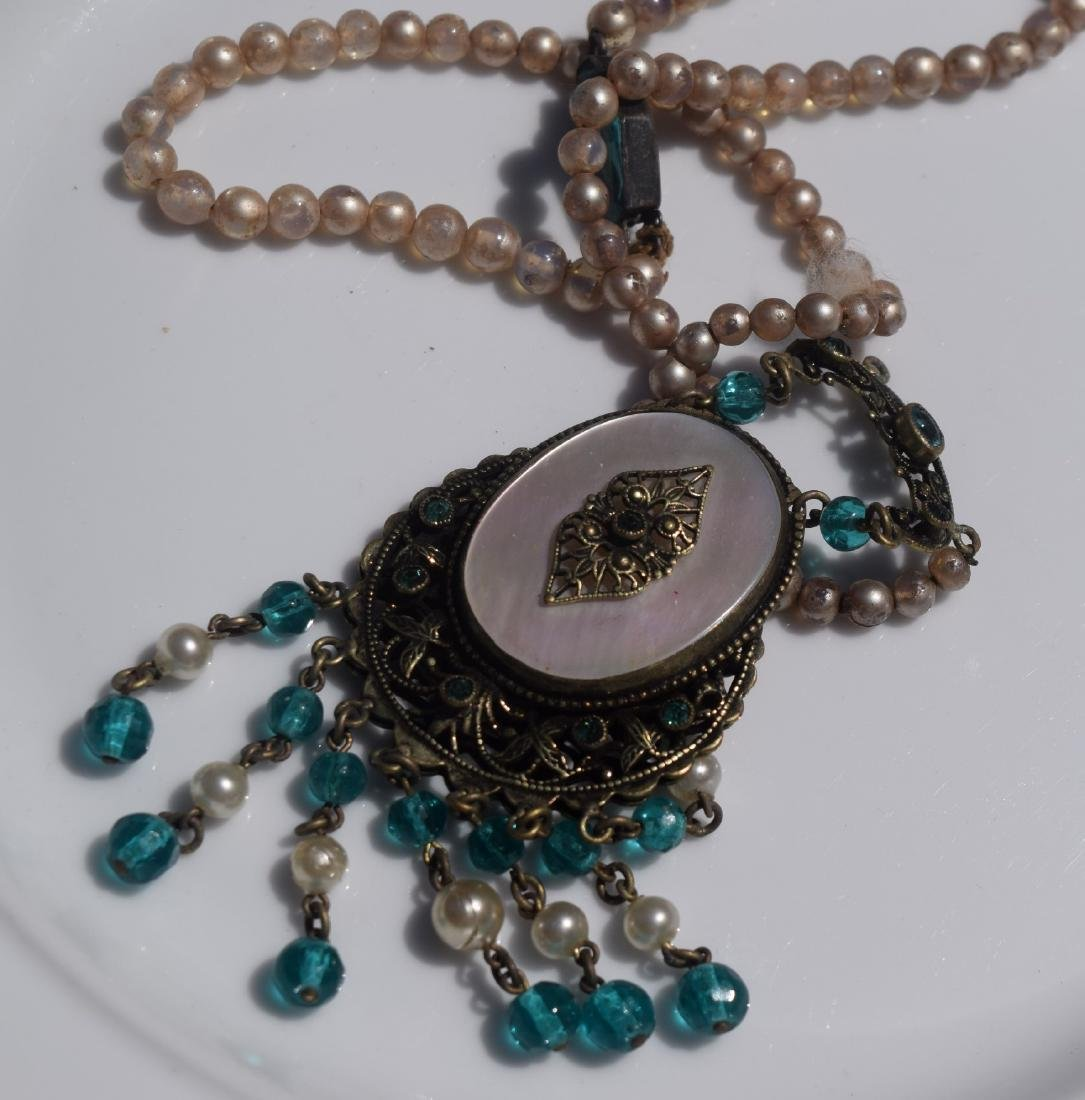 Vintage Mother of Pearl Pendant Necklace