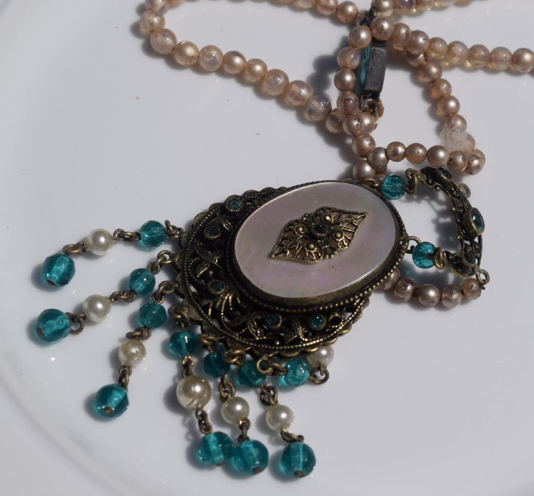 Vintage Mother of Pearl Pendant Necklace - 2