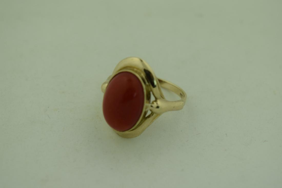 Vintage 8K Gold Red Coral Ring, size total: 20mm - 7
