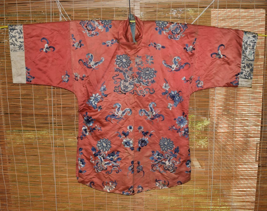 A Red Embroidered Silk Flower Lady's Robe, Qing Dynasty - 3