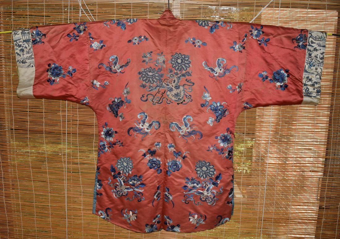 A Red Embroidered Silk Flower Lady's Robe, Qing Dynasty - 4