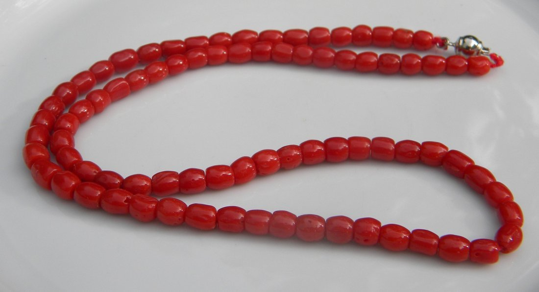 Vintage Natural Red Aka Coral Beads Necklace