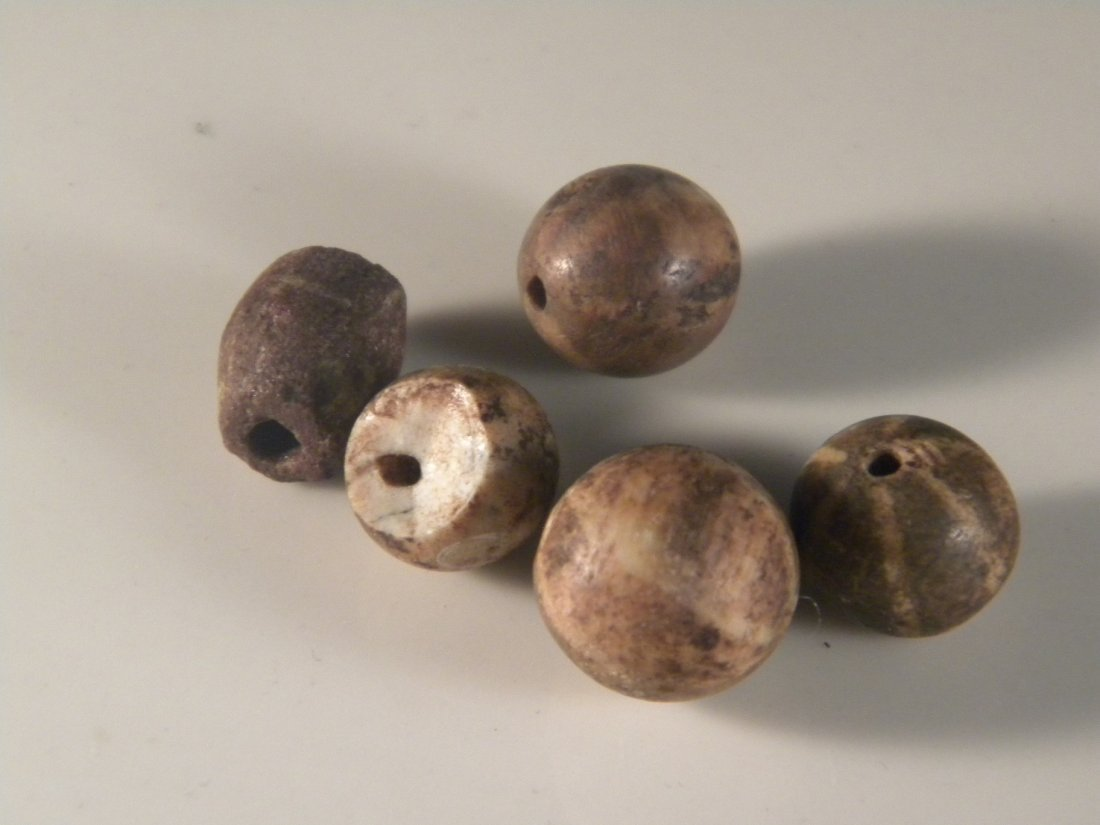 FIVE ANTIQUE TIBET CLAY BEADS WITH PATTERNS