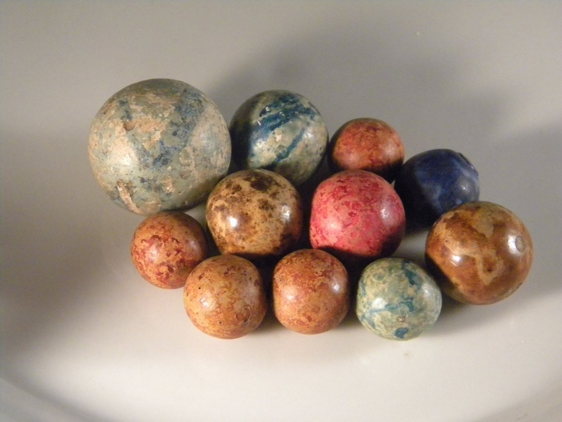 LOTS OF ANTIQUE MARBLE CLAY BEADS