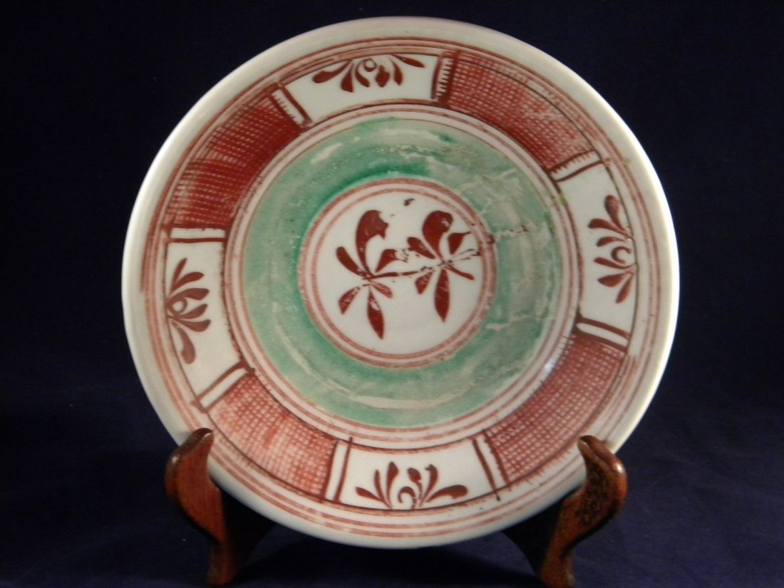 ANTIQUE CHINESE MING DYNASTY RED AND GREEN FLOWER PLATE