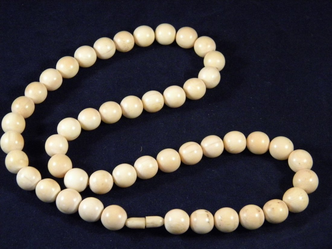 ANTIQUE CHINESE IVORY NECKLACE ROUND BEAD