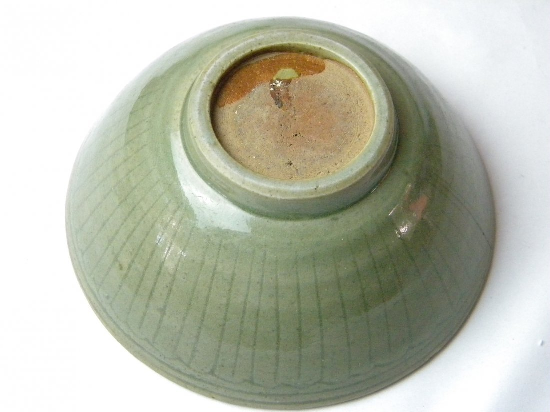 ANTIQUE CHINESE SONG CELADON BOWL