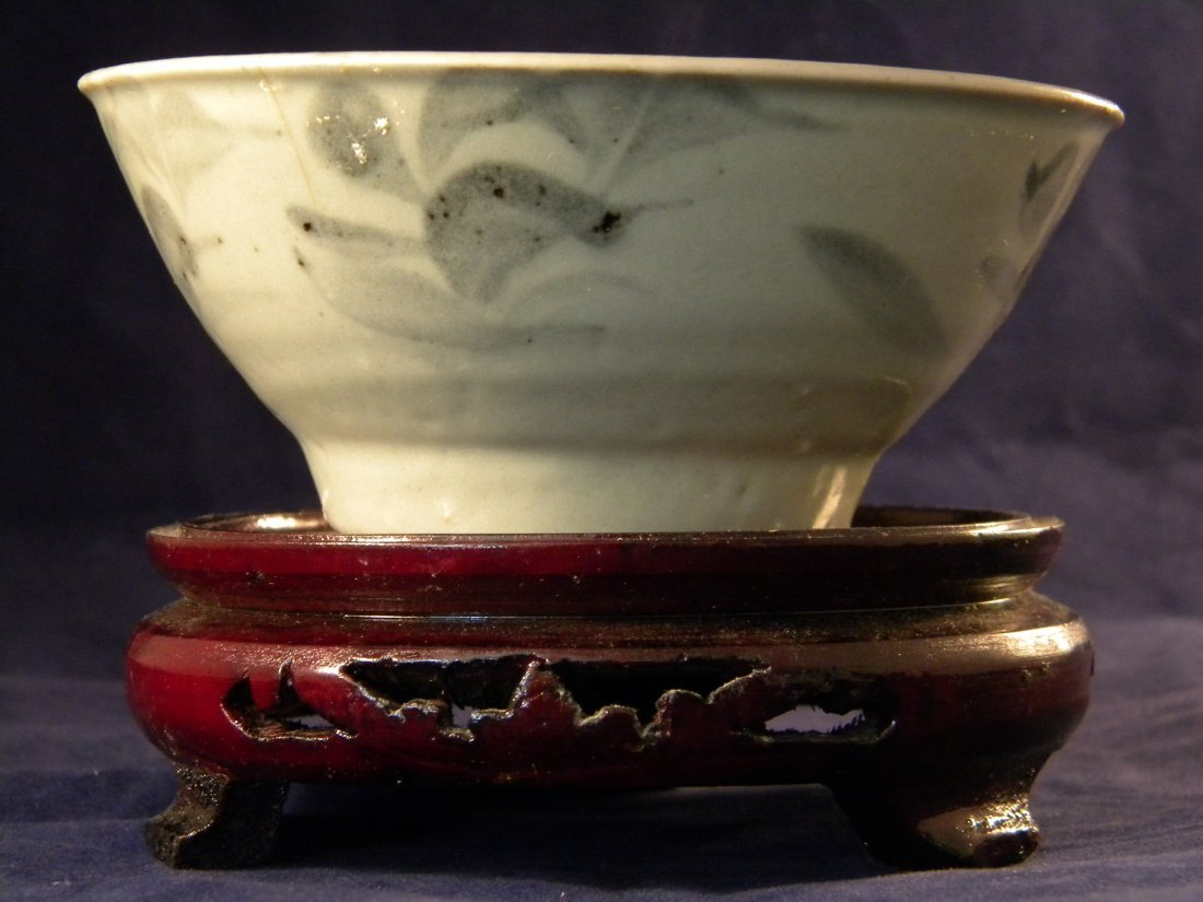 ANTIQUE CHINESE MING DYNASTY BLUE AND WHITE FLOWER BOWL