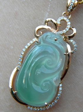 Natural 18k Gold Diamond Green Jadeite Ruyi Pendant
