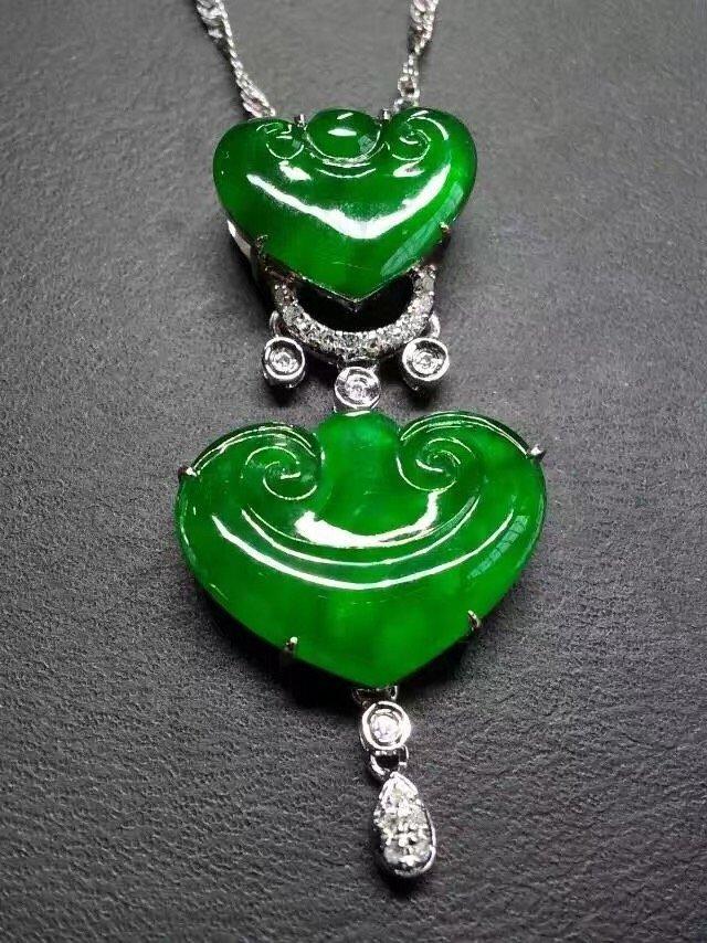 18K Gold Diamond Green Jadeite Buddha Pendant