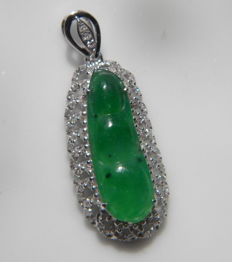 18K gold diamond natural green jadeite Pea Pendant