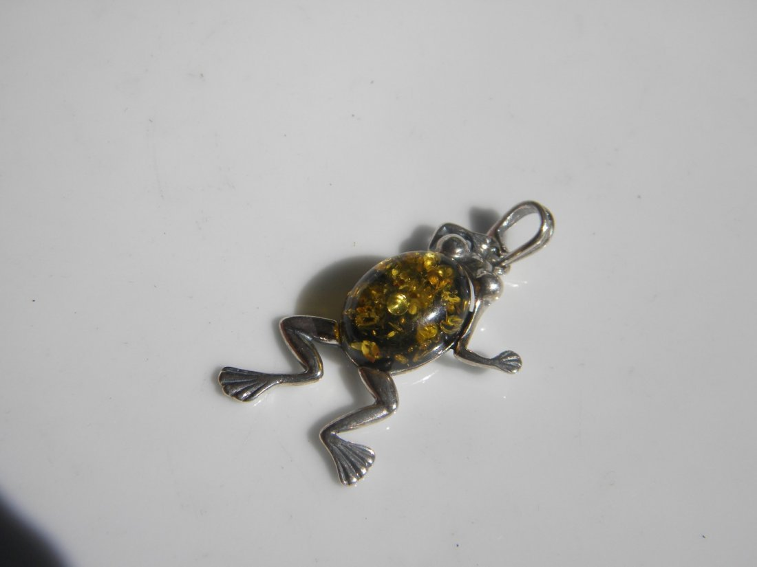 Natural Baltic Amber Silver Frog Pendant - 4
