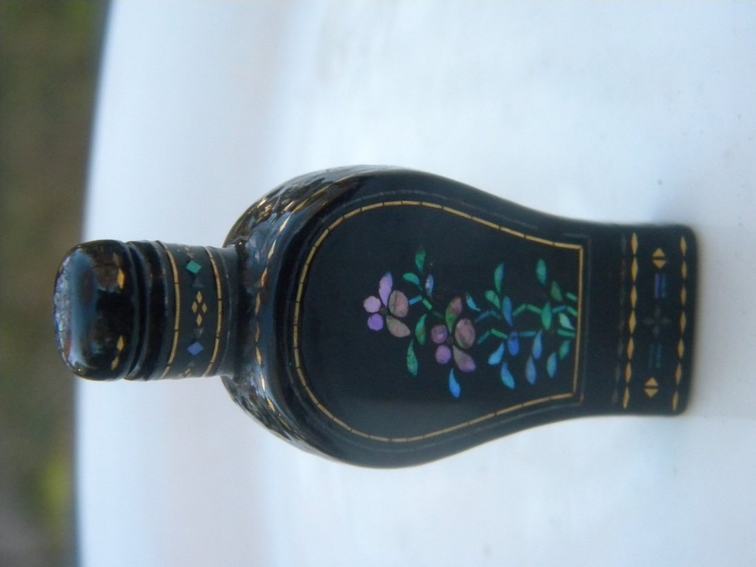Antique Chinese Lacquer Snuff Bottle - 2