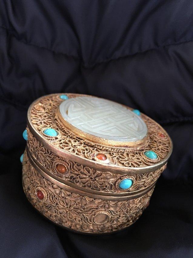 Chinese gilt filigree box with white jade top - 2
